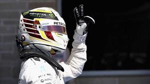Lewis Hamilton celebra la pole lograda en el Circuito de las Américas.