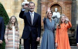 Felipe, Letizia, la princesa Leonor y la infanta Sofía, hoy a su llegada a Oviedo.