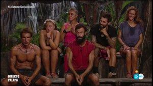 Los concursantes de 'Supervivientes' en la palapa.