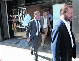 Los fiscales Fernando Bermejo (izquierda) y José Grinda salen de la sede de CDC, en agosto del 2015.