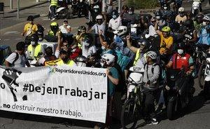 Marcha lenta de riders por la Diagonal de Barcelona.