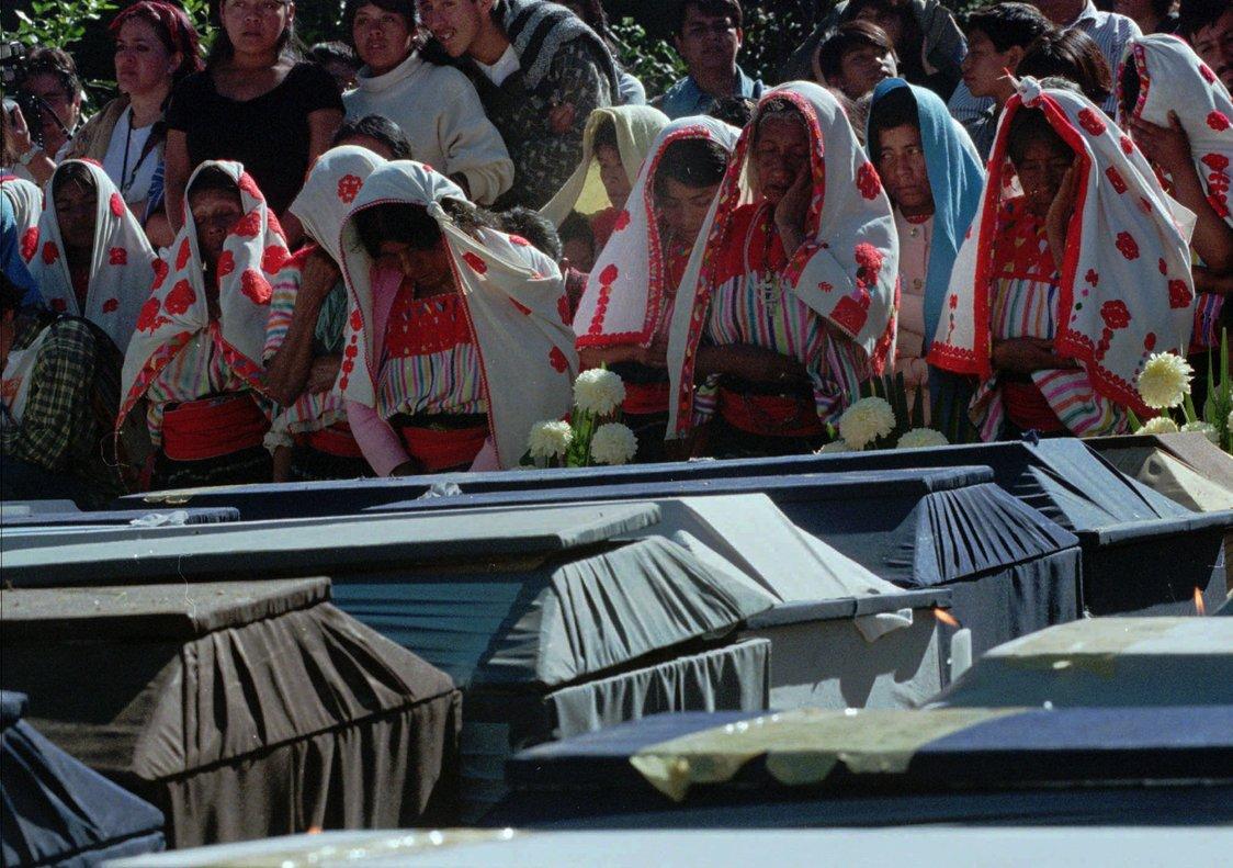 En diciembre de 1997, un grupo de civiles armados irrumpió en la comunidad indígena asesinando, mientras las víctimas rezaban por su vida.