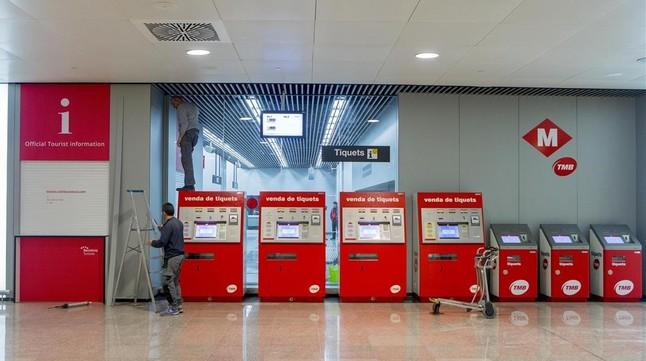 El vestíbulo de la estación de metro en la T-1 de El Prat, estejueves.