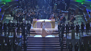Mónica Naranjo, en el videoclip de la canción Avui vull agrair, incluida en el doble CD del La Marató.