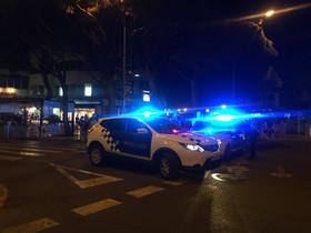 La policía, en el lugar donde tuvo lugar el falso tiroteo.
