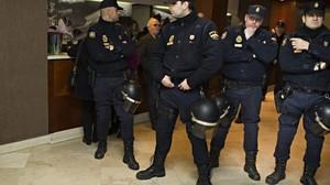 Policías Nacionales, durante una intervención en Valencia.