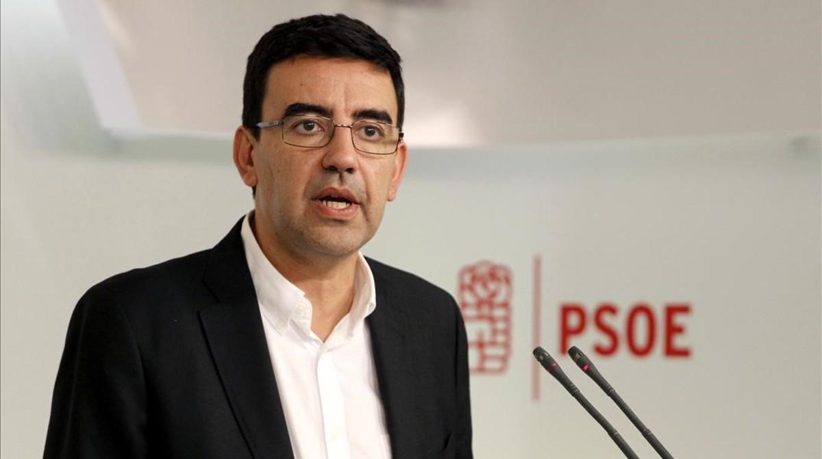 El portavoz de la gestora del PSOE, Mario Jiménez, en la sede del partido.