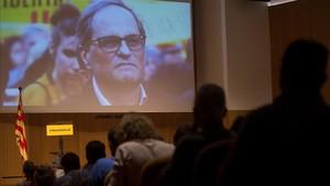 La presentación en Barcelona de Crida Nacional per la República, con Quim Torra, desde Alemania, en la pantalla.