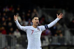 Cristiano Ronaldo protesta durante el partido.