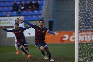 Querol celebra un gol del Llagostera, ayer en la victoria lograda ante el Albacete en Palamós.