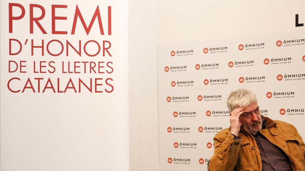 Quim Monzó, en la sede de Òmnium Cultural, donde recibió el Premi dHonor de les Lletres Catalanes