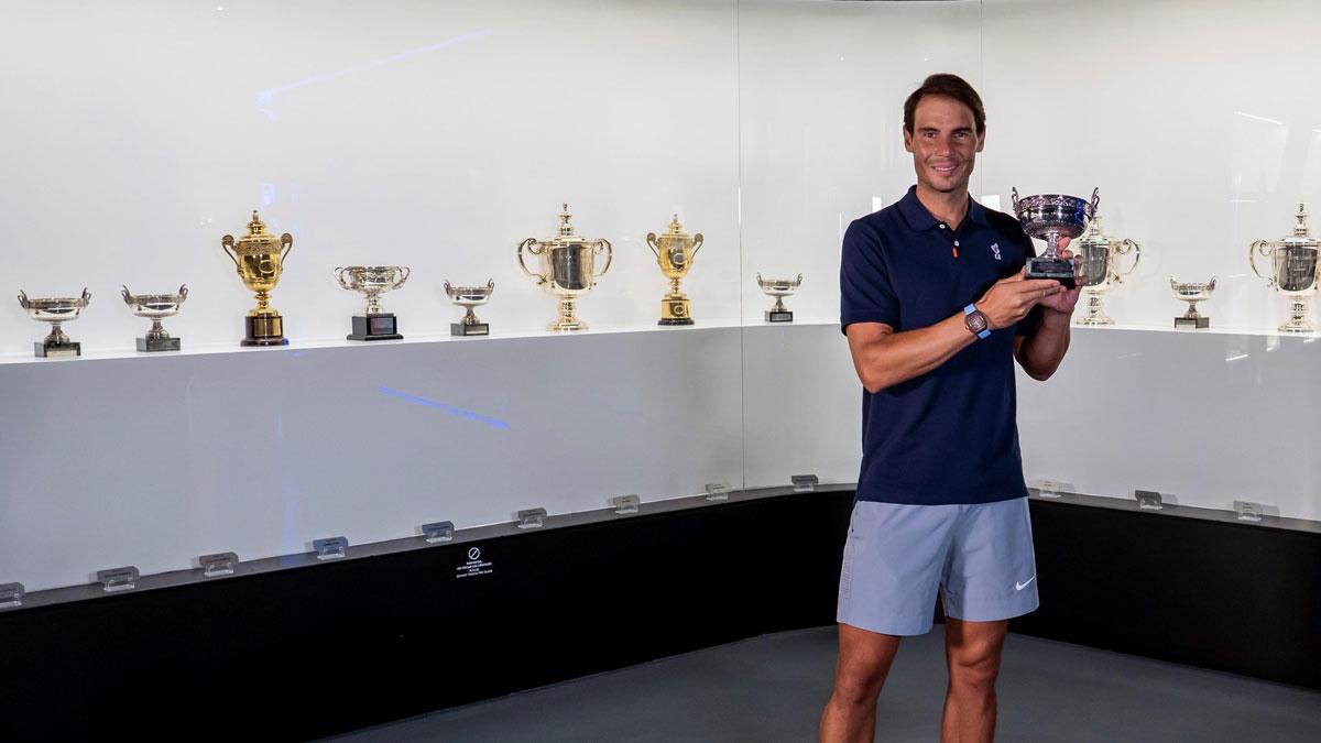 El tenista de Manacor, Rafael Nadal, añadió el decimotercertrofeo de Roland Garros a la vitrina de su museo.