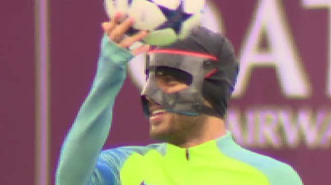 El FC Barcelona ha entrenat aquest matí per començar a preparar el partit d'anada dels vuitens de final de la Lliga de Campions, amb la principal novetat de Rafinha, que ha sortit a la gespa amb una màscara feta a mida degut a la fractura nasal que es va fer en el partit contra l'Athletic Club.