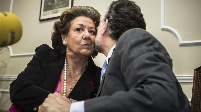 Rita Barberá y Alfonso Grau, el pasado 16 de marzo del 2015, en la rueda de prensa en la que el entonces vicealcalde de Valencia anunció su dimisión.