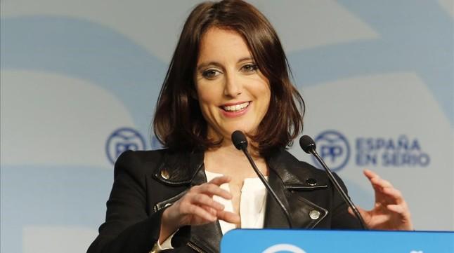 La vicesecretaria del PP de Estudios y Programas, Andrea Levy, en rueda de prensa.