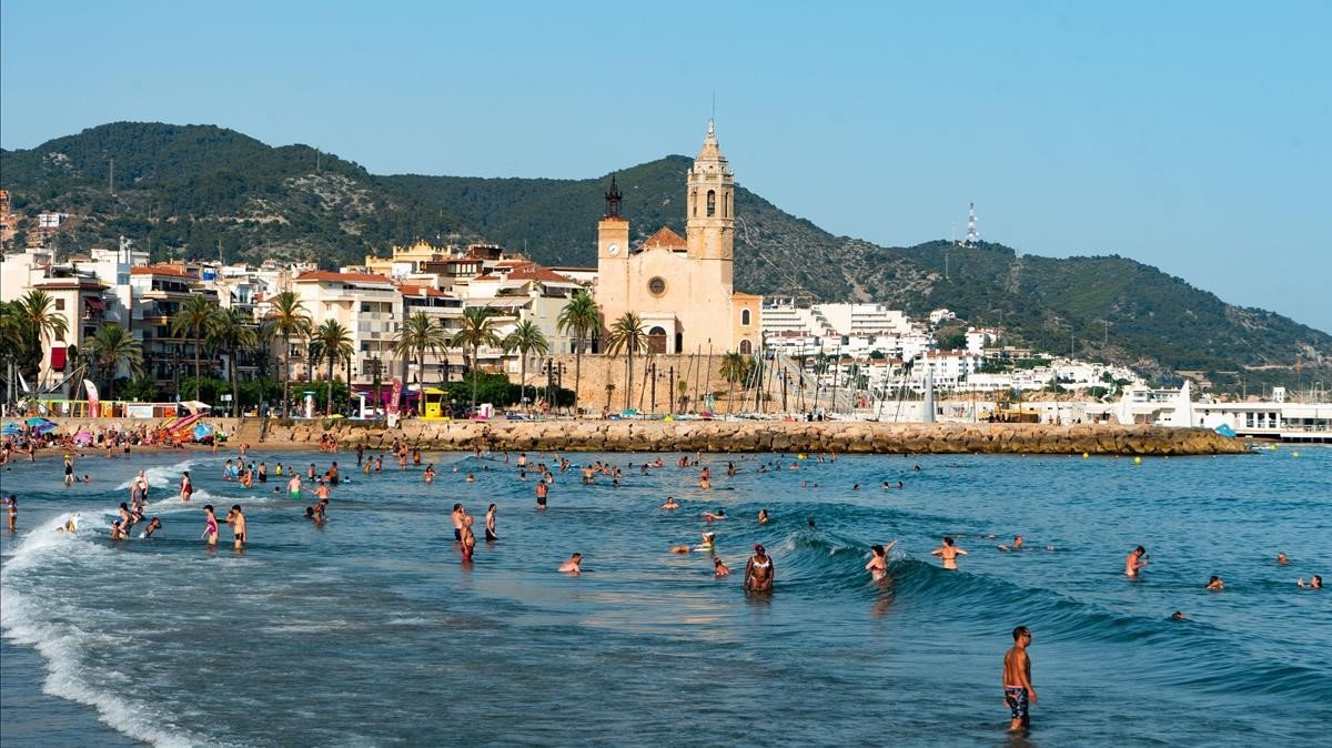 Sitges, villa marinera y cuna del Modernisme, es una de las localidades más bellas de Catalunya.
