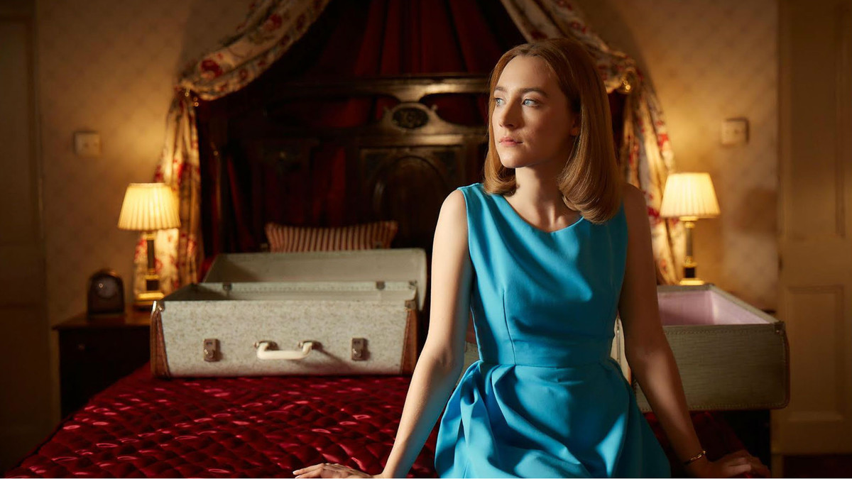 Saoirse Ronan, en un fotograma de On Chesil Beach