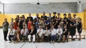 El equipo de Dagoll Dagom encargado de Scaramouche, en el gimnasio interior del IES Fort Pius, reconvertido en sala de ensayos.