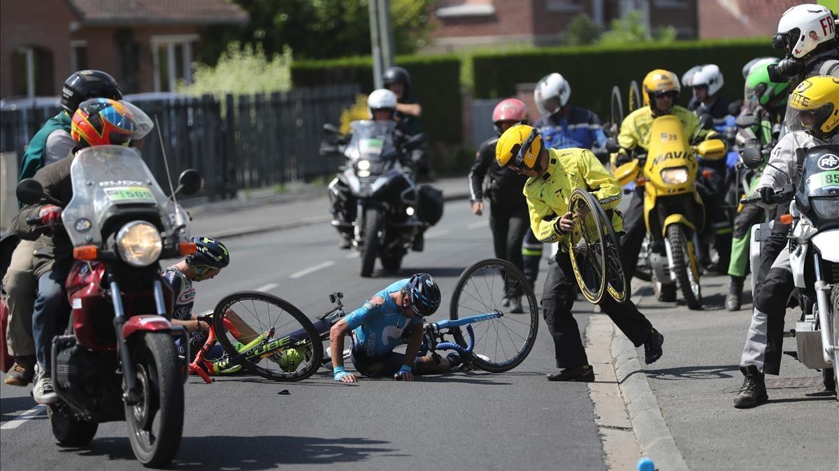 Imagen de la caída de Mikel Landa en el Tour.