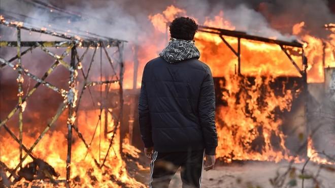 Tensa evacuación de 'La Jungla' de Calais