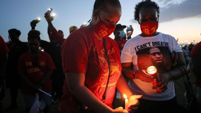 Milers de persones reten homenatge a George Floyd abans del seu enterrament a Houston