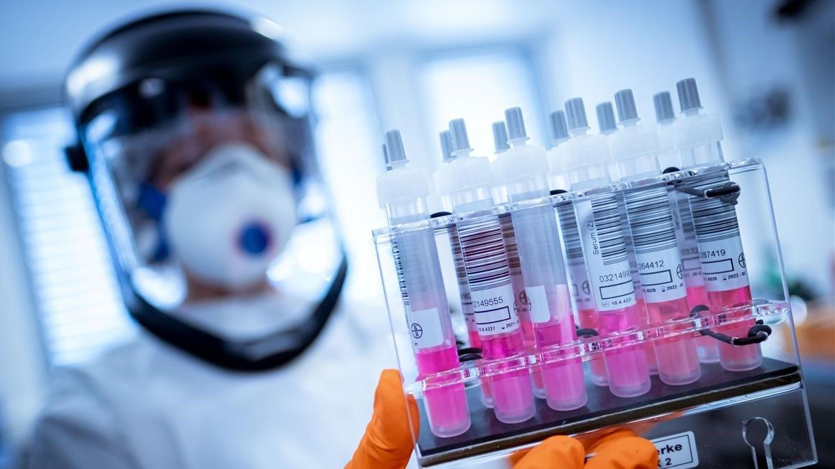 Se aplica primer lote de vacuna rusa en dos semanas