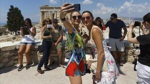Turistas en el Partenón de Atenas.