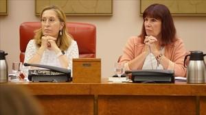 La presidenta del Congreso de los Diputados, Ana Pastor, y la vicepresidenta segunda, Micaela Navarro, en la reunión de la Diputación Permanente.