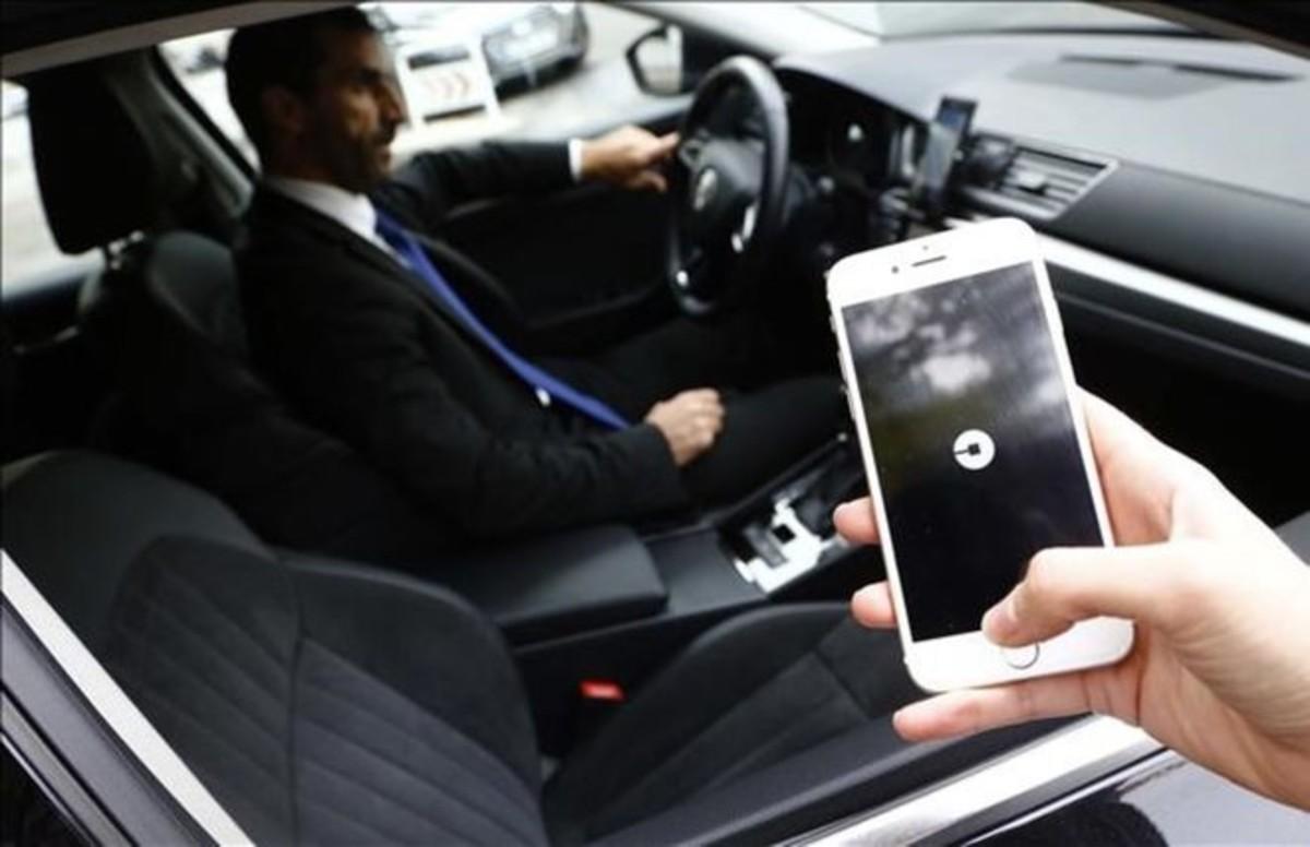 Un usuario solicita los servicios de Uber.