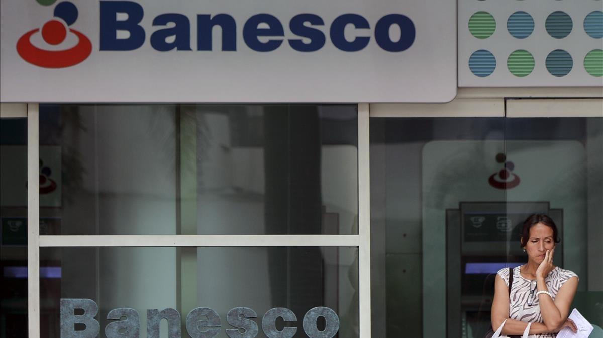 El gobierno interviene el principal banco privado de venezuela for Oficina del banco de venezuela