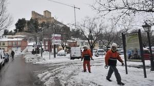 Servicios de emergencia en Almansa (Albacete) el pasado enero, en un temporal de nieve.