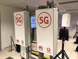 Antenas de Huawei y Vodafone usadas para la primera llamada 5G del mundo en Castelldefels.