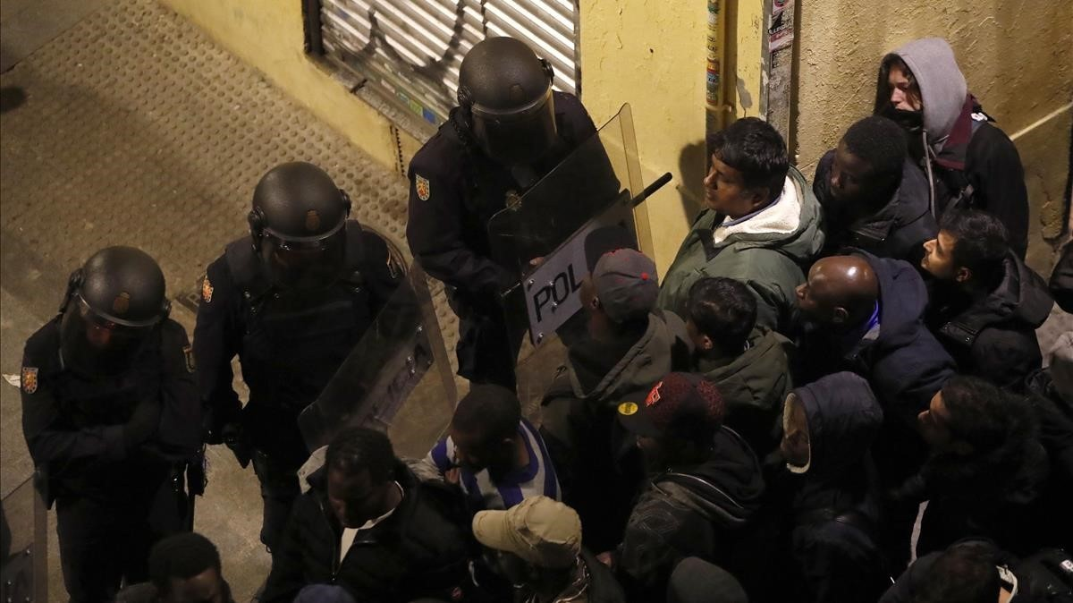Disturbis a Lavapiés arran de la mort d'un manter durant un control policial