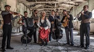 Barcelona Gipsy Balkan Orchestra.