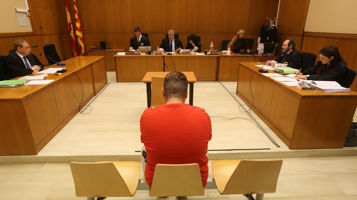 Eduard López, en el banquillo de los acusados de la Audiencia de Barcelona.