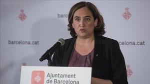 La alcaldesa de la ciudad de Barcelona, Ada Colau, durante una rueda de prensa.