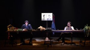 'Un, ningú i cent mil': Festiu i gustós joc de miralls