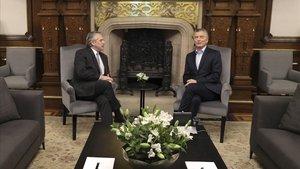 Fernández es reuneix amb Macri per pactar una transició ordenada