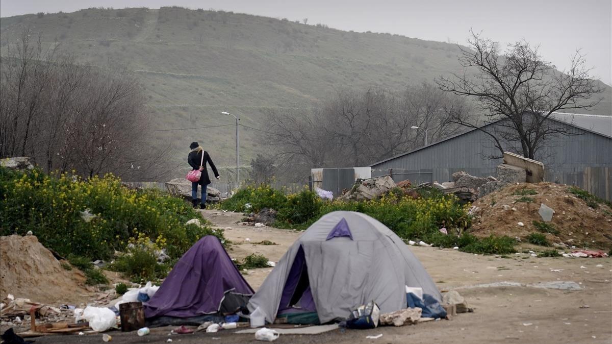 Tiendas de campaña de drogadictos en el área VI de La Cañada Real.