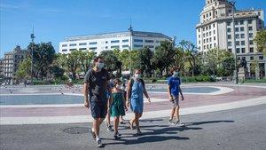 Aspecto de la plaza de Catalunya, sin apenas turistas.