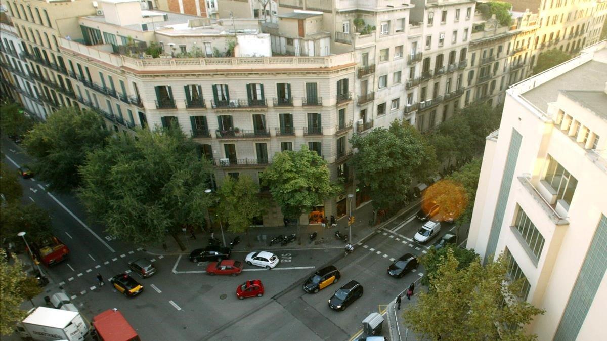 Vista aérea del instituto Jaume Balmes, en el Eixample de Barcelona, uno de los centros públicos del distrito.