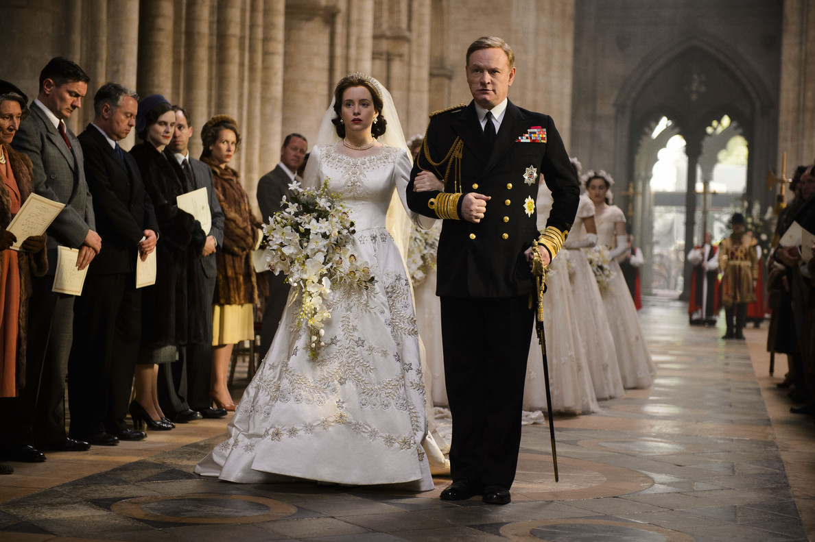 Claire Foy como Isabel II y Matt Smith (príncipe Felipe), en la serie The crown.
