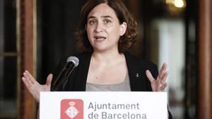 ealos39799625 barcelona s mayor ada colau gestures as she gives a press co170826121208