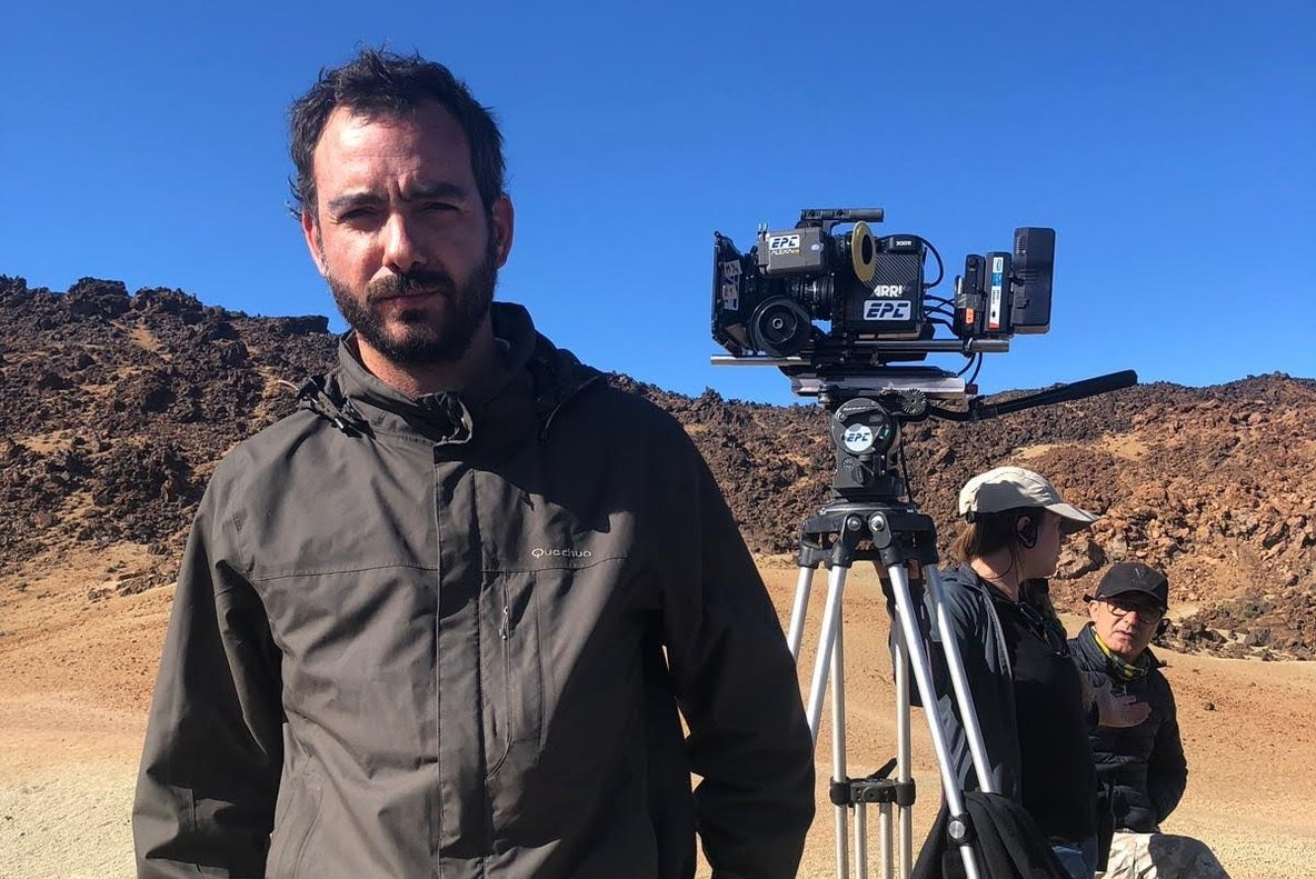 El director, Théo Court, durante una pausa en el rodaje.