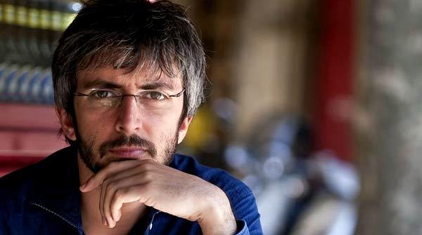 El músico gallego canta en directo Tierra en acústico para EL PERIÓDICO.