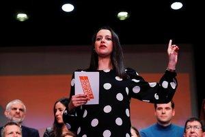 -FOTODELDÍA- GRAF9472. MADRID, 01/03/2020.- La portavoz parlamentaria de Ciudadanos, Inés Arrimadas, acompañada por varios líderes de la formación naranja, durante la presentación de la campaña Unidos y Adelante de su candidatura para liderar el partido, este domingo en Madrid. EFE/Chema Moya