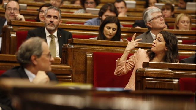 Torra defensa la seva política social davant dels retrets de comuns i el PSC, i demana a Sánchez negociar
