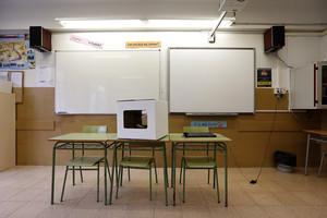 Un aula del IES Alexandre Satorras de Mataró, preparado para la votación del 9-N.
