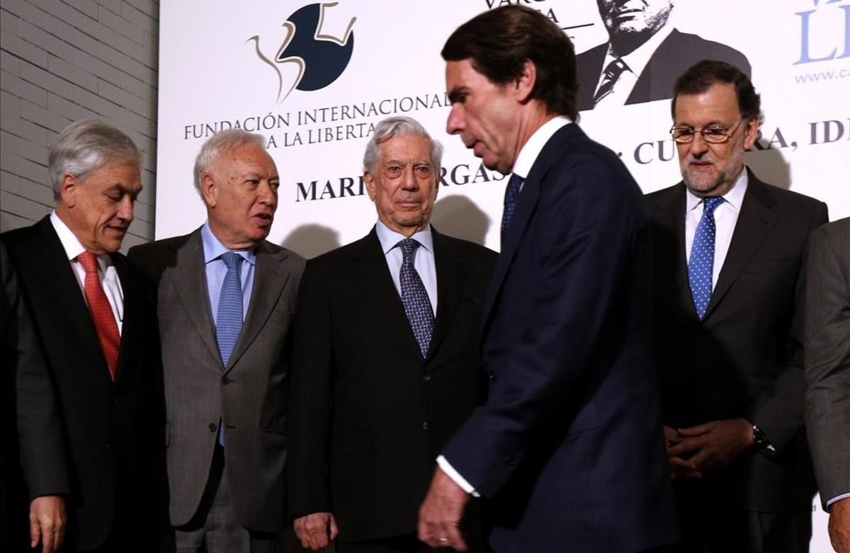 Aznar y Rajoy evidencian la frialdad entre ambos en un acto de homenaje a Mario Vargas Llosa, el pasado marzo, en Madrid.