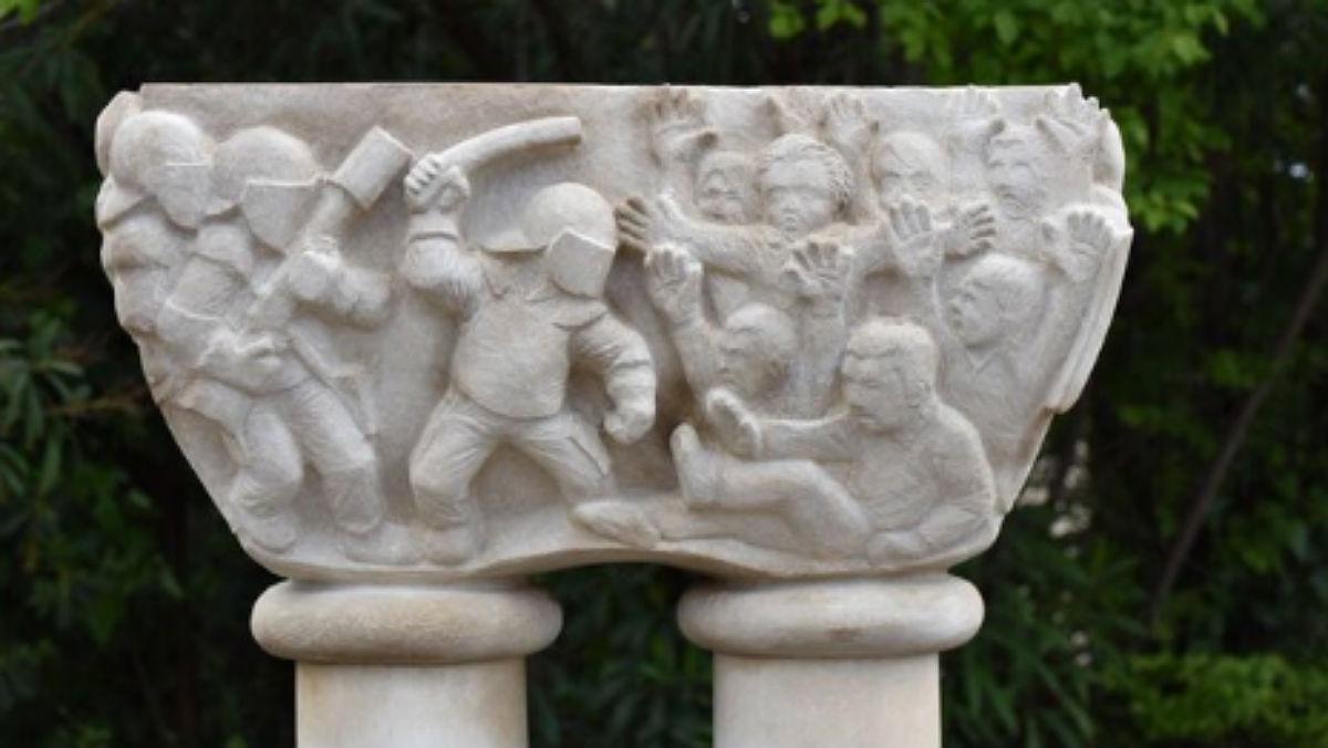 Polèmica pels capitells de l'1-O del poble imaginari de Sant Esteve de les Roures